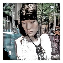 Äkta Människor ? (Lanpernas 3.0) Tags: cameraphone mimi robots future anita realdoll realhumans scify äktamänniskor hubots lissetepagler