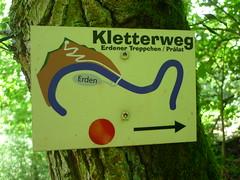 Kletterweg-Wegweiser (Jrg Paul Kaspari) Tags: summer sommer schild wandern wanderung wegweiser 2016 erden rzig kletterweg kletterwegschild