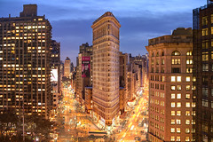 The Fuller Building - Or Flatiron (Tony Shi Photos) Tags: 纽约市 纽约 曼哈顿 뉴욕시 뉴욕 맨해튼 ニューヨーク マンハッタン นิวยอร์ก ньюйорк न्यूयॉर्क nowyjork novayork 紐約市 紐約 曼哈頓 flatiron building nyc ny newyork newyorkcity new york city icon landmark international classic travel traveldestination touristattraction famous famousplace buildings blurredmotion onthemove traffictrails broadway manhattan madisonsquarepark flatirondistrict lomad