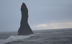 Fels am Basaltstrand (Der Felsberg) Tags: island meer strand felsen basalt basaltstrand vik nikon d5200 outdoor natur sturm regen