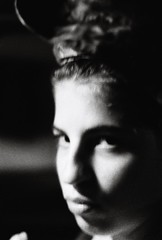 Mina Floue (Sarah Devaux) Tags: bw intérieur femme visage portrait troisquart cheveux attachés relevés colère affrontement défi argentique bruit noise angoulême plateau charente soirée