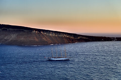 Land's End (Quasqua) Tags: 2016 boats greece grèce ia santorini sealandscape sunset egeo gr aegeansea