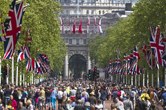 VE DAY ON THE MALL (mark_rutley) Tags: london arch military crowd flags parade celebration event british unionflag stjames admiralty themall veday victoryineurope veday70