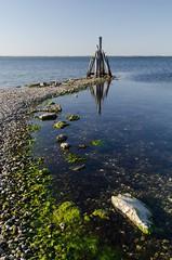 Pole (Bernd H) Tags: reflection netherlands may nederland zeeland boulders polarizer grevelingen schouwenduiveland 2015 polarisingfilter nikond7000 nikkorafsdx1685f3556gedvr