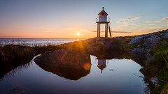 Midnight sun (lhiapgpeonk) Tags: mitternachtssonne norwegen meer brenna wasser lofoten reflexion leuchtturm lighthouse lofotenislands midnatsol norge norway novge reflection spiegelung midnightsun soleildeminuit austvgy austvagoy