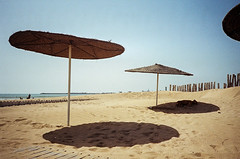 (Alexander Graeff) Tags: leica 2 sky people film beach rock strand analog 35mm boat fishing sand outdoor cove himmel mini marocco cave dust noise essouria analoug