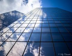 Aller plus haut (christelerousset) Tags: building tour ladfense paris moderne reflets nuages bleu blue architecture