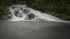 La cabaita de Hellesylt. (Jose Cantorna) Tags: hellesylt noruega norway agua seda cascada nikon d610