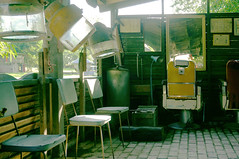 (Chillsea Lei) Tags: taiwan salon abandon abandoned urbex ruins hairsalon snapshot