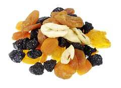 Top 9 Vitamin B -Rich Foods (pluslifestyles) Tags: httppluslifestylescomarticlesvitaminbrichfoods photograph colour nobody hz isolated whitebackground plainbackground food fruit driedfruit dried driedfood apricot prune apple sweet