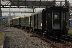 Dampfzug Whisky - Train mit SBB  Dampflokomotive Eb 3/5 Nr. 5810 Habersack ( SLM Nr. 2211 - Baujahr 1911 - Heute VDBB Verein Dampfbahn Bern - Dampflok ) am Bahnhof Kerzers im Kanton Freiburg der Schweiz (chrchr_75) Tags: chriguhurnibluemailch christoph hurni schweiz suisse switzerland svizzera suissa swiss chrchr chrchr75 chrigu chriguhurni hurni150418 eisenbahn bahn train treno zug schweizer bahnen dampflok dampflokomotive sbb habersack whisky kerzers kantonfreiburg kantonfribourg april 2015 albumzzz201504april albumbahnenderschweiz albumbahnenderschweiz201516 dampfmaschine locomotora vapor паровоз vapeur steam vapore 蒸気機関車 stoomlocomotief albumdampflokomotiveninderschweiz juna zoug trainen tog tren поезд lokomotive lok lokomotiv locomotief locomotiva locomotive railway rautatie chemin de fer ferrovia 鉄道 spoorweg железнодорожный centralstation ferroviaria albumbahndampfbahnberndbb dampfbahn bern dbb