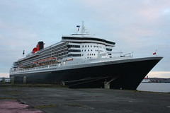 Queen Mary 2 (jonssey500) Tags: liverpool river boats peel queenmary2 cunard mersey pierhead liverbirds 3queens
