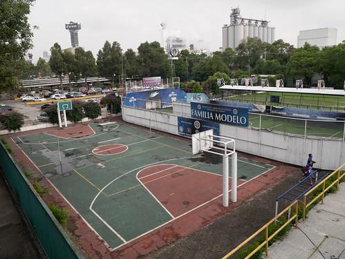 Korvpalliväljak / Basketball court