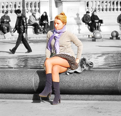 Watch out with the wind! (Orzaez212) Tags: street plaza parque portrait woman france girl calle chica legs zoom retrato candid moda olympus rubia contraste splash amateur francia parís fasion piernas catira robado nomodel