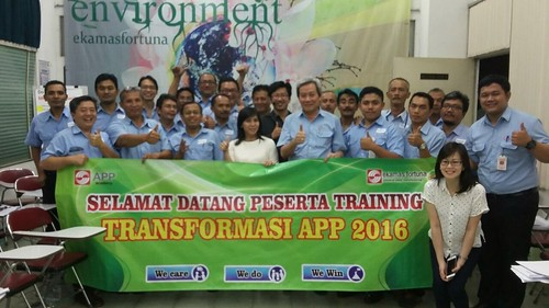 "Ekamas Fortuna. Transformation Leadership Training. Thanks buat peserta atas apresiasinya bagi saya dengan rating 4 alias sempurna sebagai trainer. • <a style=""font-size:0.8em;"" href=""http://www.flickr.com/photos/41601386@N04/28167428403/"" target=""_blank"">View on Flickr</a>"