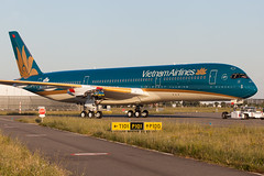 "Vietnam Airlines Airbus A350-941 cn 016 F-WZFK // VN-A888 (Clément Alloing - CAphotography) Tags: sky test cn canon airplane airport mark aircraft flight engine ground off aeroplane vietnam landing ii airbus take 5d toulouse airways airlines aeroport aeropuerto blagnac spotting 016 tls 100400 lfbo flickrtravelaward"" a350941 fwzfk vna888"