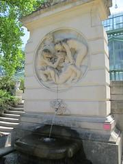 Jardin des Serres d'Auteuil (fin XIXe), Paris XVIe (Yvette Gauthier) Tags: sculpture paris jardin fontaine serres serresdauteuil paris16 julesdalou jeancamilleformig