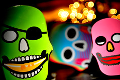 treasure skulls (Lorenzo D'Agnello) Tags: skull bokeh pirates pylones