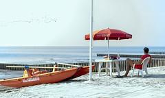 Lavorare in uno stabilimento (luciano_campani) Tags: comacchio spiaggia romea ombrellone bagnino