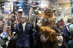 IMG_6668 (willdleeesq) Tags: comiccon comiccon2016 sdcc sdcc2016 sandiegocomiccon sandiegocomiccon2016 sandiegoconventioncenter actionfigures toys hottoys starwars theforceawakens hansolo chewbacca