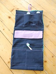 tasche_c_innen (Two_tango) Tags: sewing crafting nähen toiletry bag kosmetiktasche hanging necessaire wachstuch oilcloth
