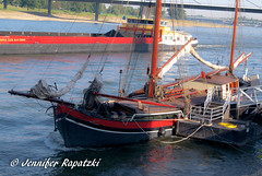 Ship ahoy (blur) (Bernsteindrache7) Tags: summer sony alpha 100 rhine dsseldorf nrw germany color city outdoor landscape ship water wasser weather