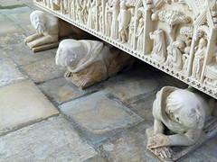 Alcobaa - Se - Cattedrale (Kalsa (m.a.mondini)) Tags: europa europe portugal portogallo alcobaca se cattedrale chimere sculture art leicavlux2 kalsamamondini mamondini mosteiroalcobaca tombinesdecastro