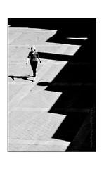 (INSTANT EPHEMERE) Tags: paris seine photo noir et blanc quai flou ligne jeu passante dombre