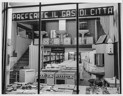 """Ascoli com'era: """"Preferite il gas di citt!"""" (195?) (Orarossa) Tags: italy italia negozio marche ascolipiceno elettrodomestici indesit sanitari gasdicitt scaldaacqua 1610075"""
