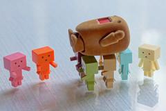 La unin hace la fuerza... (mike828 - Miguel Duran) Tags: zeiss toy power sony carl domo alpha domokun nano slt juguete danbo fuerza 1680mm danboard a77v danbonano