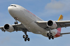 'IB31PF' (IB3164) MAD-LHR: EC-MKJ first visit to London Heathrow (A380spotter) Tags: approach landing arrival finals shortfinals threshold belly airbus a330 200 ecmkj montevideo internationalconsolidatedairlinesgroupsa iag iberialneasareasdeespaa ibe ib ib31pf ib3164 madlhr firstvisittolhr firstvisittoheathrow 1st runway27r 27r london heathrow egll