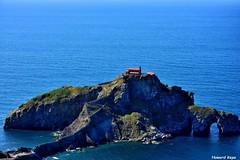 La Isla de la Ermita. (Howard P. Kepa) Tags: paisvasco euskadi bermeo sanjuandegaztelugatxe ermita isla acantilado escaleras marcantabrico costa