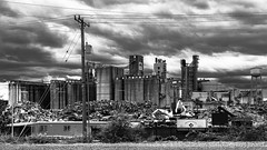 Industrial (PJ Resnick) Tags: light shadow blackandwhite bw white black building texture monochrome metal architecture night digital grit outdoors grey mono evening design washington industrial noir factory fuji shadows angle outdoor steel gray perspective atmosphere monochromatic cables vehicle wa fujifilm simple rectangle fujinon atmospheric highiso rectangular resnick 16x9 xf 23mm xpro2 highspeediso pjresnick fujinon23mm pjresnickgmailcom perryjresnick 23mmf14 pjresnick fujifilmxpro2