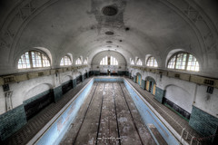 Observation Point (Fine Art Foto) Tags: swimming pool schwimmbad badeanstalt bad verdunstung evaporation urbex urbanexploration urbandecay urban lostplace lostplaces abandoned aufgegeben forgotten oblivion observation point