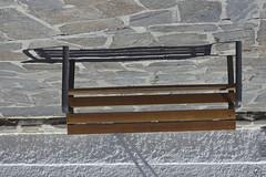 Banco de Granada. (elojeador) Tags: banco madera tablero pedrogullo piedra hierro sombra caja cajadegranada enquiebratcnica elojeador
