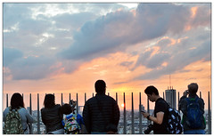 Watching the sunset from the top of Arc De Triumph (Mohamed Essa) Tags: arcdetriomphe sunset sunrise sun sunlight sunshine paris france arc