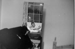 Londra - 1989 (Nechator) Tags: uk trip walter england bw london film monochrome canon monocromo blackwhite holidays 1989 londra ritratto nero viaggio biancoenero vacanze inghilterra ragazzo t70 ilfordfp4 postprocessing pellicola monocromatico waltermochi nechator