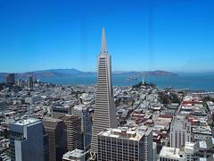 San Francisco (FRAUSCHNERT) Tags: sanfrancisco transamericapyramid architektur wolkenkratzer skyline ausblick pazifik kalifornien sommer hitzewelle roadtrip rundreise mietwagen unterwegs highlights usa amerika westkste hitze heis urlaub frauschoenert reise highwaynr1