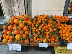 Wednesday Colours - Frutta e Verdura (Pushapoze) Tags: italia italy puglia pouilles frutta fruit agrumi citrus