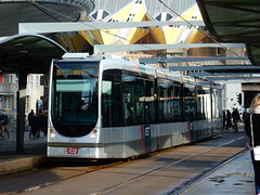 RET Alstom Citadis tram 2153 bij halte Blaak (sander_sloots) Tags: rotterdam blaak tram holy stop alstom ret 302 cubehouses kubuswoningen tramhalte citadis tramlijn24