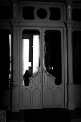Espectro (Antonio Jimnez Falcn) Tags: blackandwhite black blancoynegro madrid madriz espaa espana espain spain europa europe fuji fujifilm fotography fujix30 fujista fujifilmx30 fotografia fujistas foto fotocallejera fujifimlxseries fujixseries fujifilmxseries filtro filter fotografo photo photography photostreet street streetphoto streetphotography streetart streetfoto urban urbanphoto urbanart noir