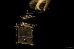 Un p di caff ? (ugo.ciliberto) Tags: macinino caff grindingmachine coffee seppia sepia mano hand vecchio antico old ancient