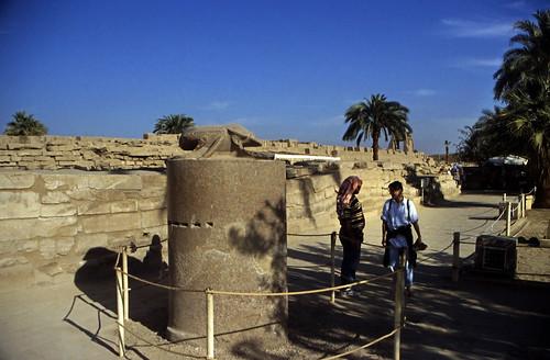 """Ägypten 1999 (316) Karnak-Tempel: Skarabäusstatue • <a style=""""font-size:0.8em;"""" href=""""http://www.flickr.com/photos/69570948@N04/28979511035/"""" target=""""_blank"""">View on Flickr</a>"""