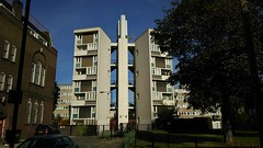 Sulkin House E2 (Jamie Barras) Tags: london england autumn october 2016 sunny day sunshine weather blue sky east end fifties 1950s 20th century gousing estate council towerblock flats block architecture modernist modernism