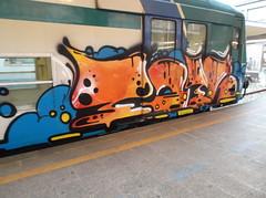 DSCF5375 (en-ri) Tags: train writing torino graffiti crew tots nero arancione reser
