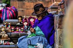 Muñecas de Cuzco (Miradortigre) Tags: trip travel woman streets peru mujer ancient anciana artisan calles artesanos 秘魯 marianomantel