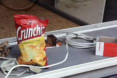 Electric - CrunchChips & Cake (Rasande Tyskar) Tags: street window hamburg stilleben screen chips baustelle streetview streetshot neustadt elektro schips crunchchips