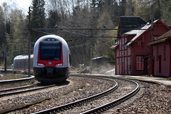 Tog / Train 74521 (Inger Bjørndal Foss) Tags: station train railway minnesund