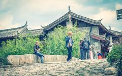 Walking Off - Yunnan Shuhe, China (,) (dlau Photography) Tags: china street old city travel bridge vacation urban walking town ancient friend finger sightseeing off tourist yunnan visitor  shuhe    qinglongqiao