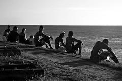 Siluetas (felipe sahd) Tags: sunset praia beach brasil pessoas noiretblanc prdosol bahia salvador siluetas entardecer faroldabarra 123bw